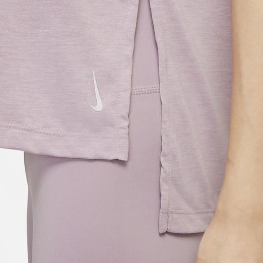 Nike Yoga Dri-Fit Short-Sleeve Kadın Tişört