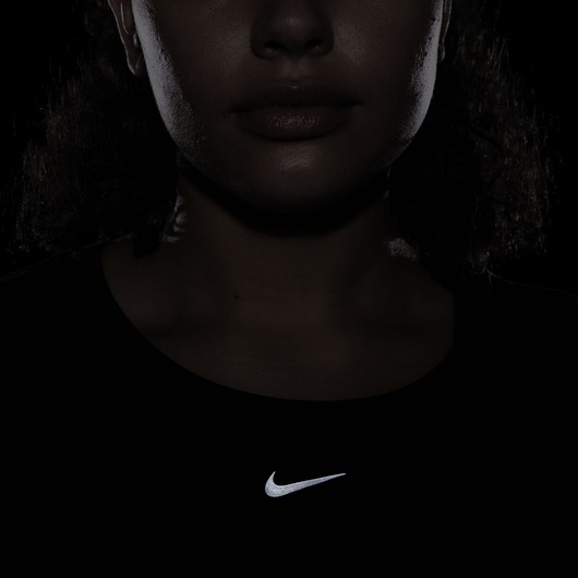 Nike Dri-Fit One Luxe Twist Standard Fit Training Short-Sleeve Kadın Tişört